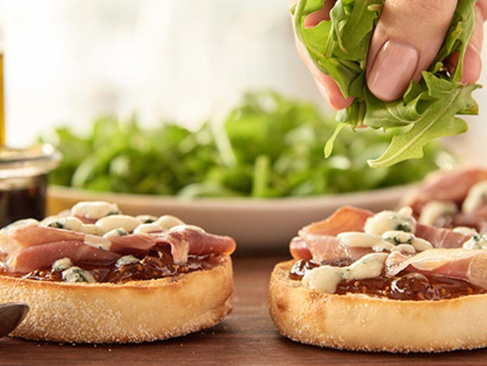 PROSCIUTTO FIG PIZZA WITH BLUE CHEESE